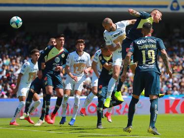 Carlos González marcó de cabeza el tanto de la victoria. (Foto: Getty)