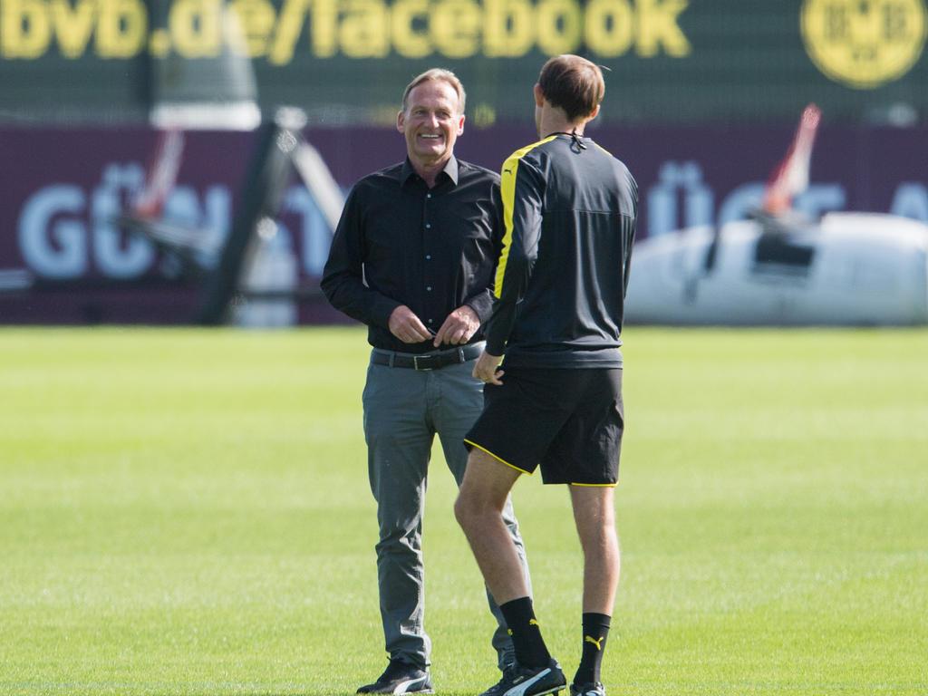 Hans-Joachim Watzke (l.) verteidigt seinen Trainer Thomas Tuchel