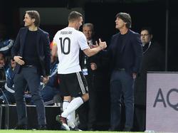 Joachim Löw (r.) freute sich über den perfekten Abschied für Podolski