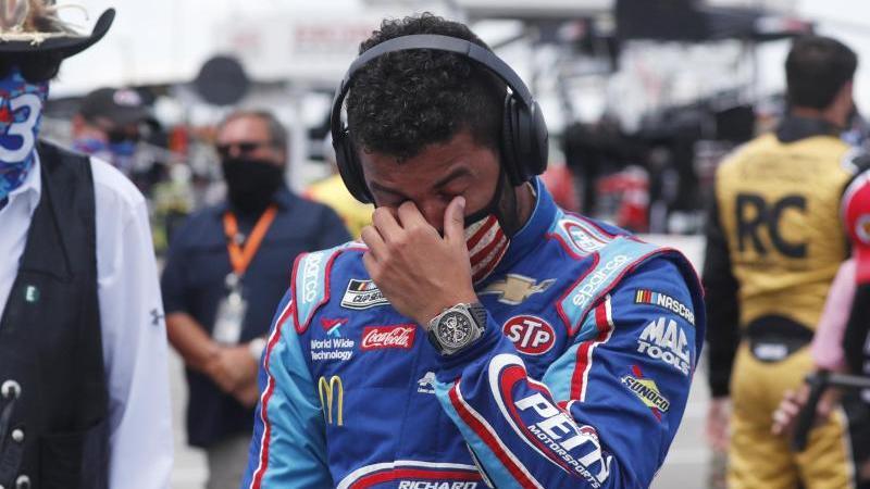 Bubba Wallace vor dem Start des Rennens der NASCAR Cup Series auf dem Talladega Superspeedway