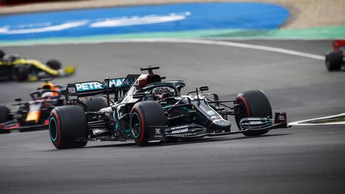 Locker an der Konkurrenz vorbei fährt Hamilton vorne weg.