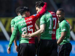 Mihai Roman (#17) krijgt na zijn doelpunt de felicitaties van Navarone Foor (#25) tijdens het competitieduel NEC Nijmegen - SC Cambuur (17-04-2016).