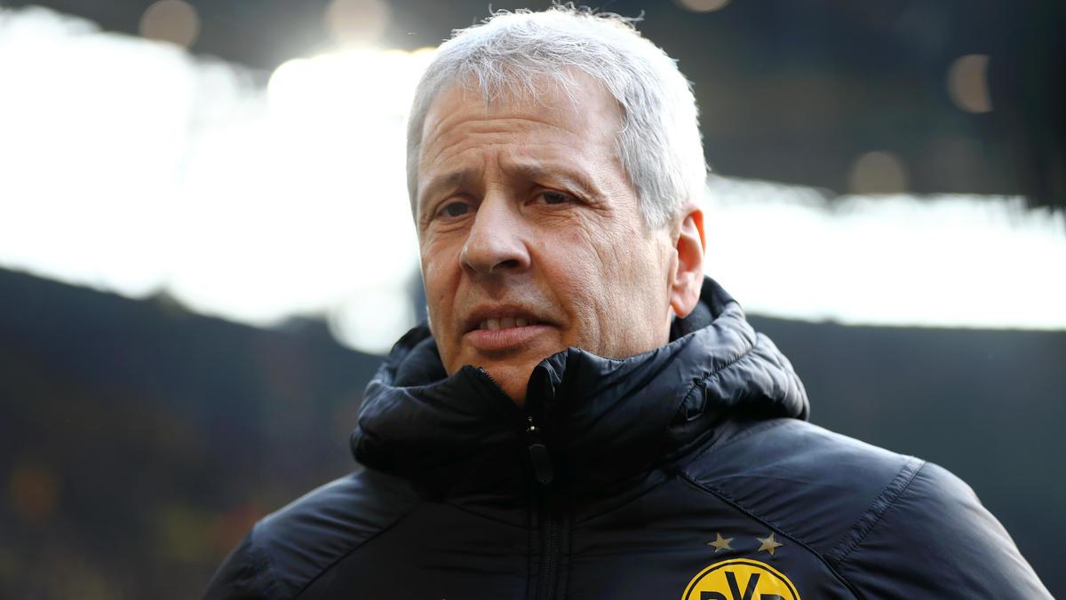 BVB-Trainer Lucien Favre stellt sich den Fragen der Journalisten