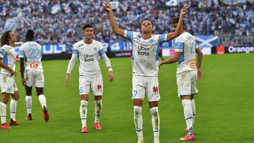 Amine Harit (2.v.r.) blüht nach seinem Abschied vom FC Schalke auf