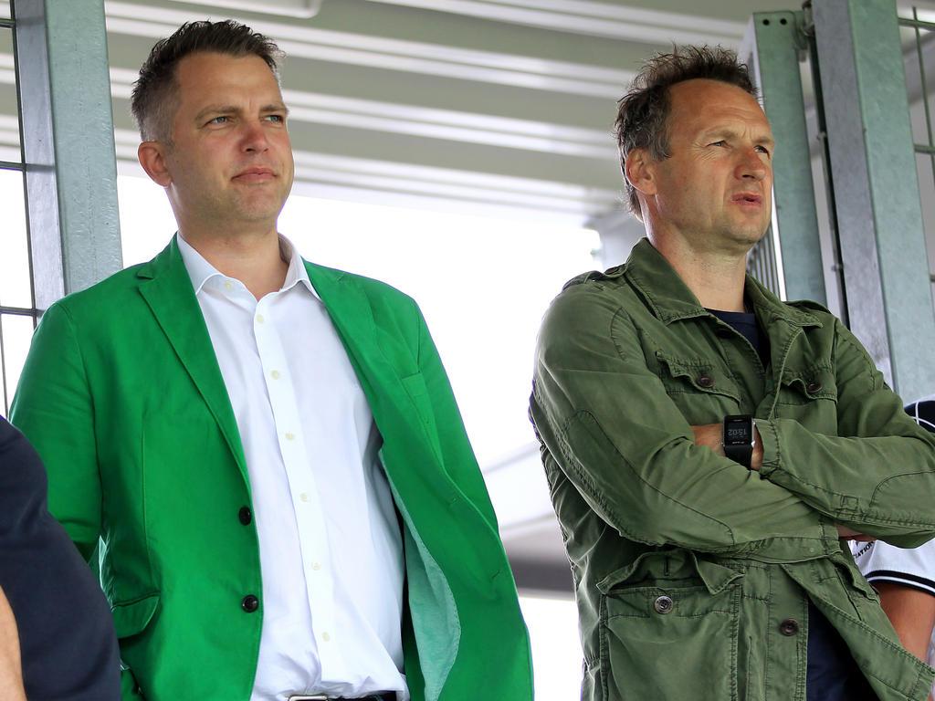 SKN-Generalmanager Blumauer mit Sky-Analytiker Pfeffer vom Sportland Nö