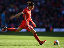 Bale ejecuta un tiro a puerta ante Eslovaquia. (Foto: Getty)
