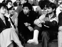 Tičić (r.) saß damals mit bandagiertem Fuß neben Ozaki auf der Tribüne