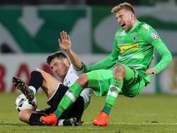 Fieses Foul: Ádám Pintér (l.) fehlt Greuther Fürth im Pokal