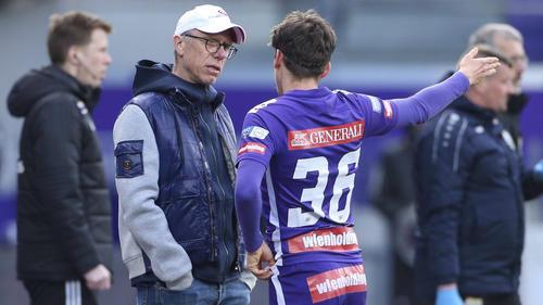 Peter Stöger (l) tritt im Sommer als Trainer von Austria Wien ab