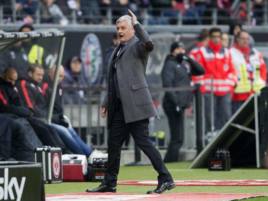 Trainer Armin Veh hat nach der Derbyniederlage einen Rücktritt ausgeschlossen