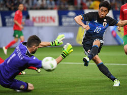 Shinjo Kagawa scores his second goal