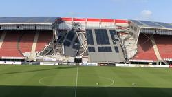 Das Stadiondach in Alkmaar ist am Samstag eingestürzt