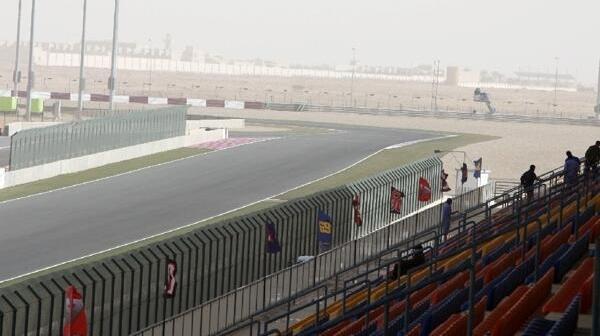 Zielgerade mit Boxengassen-Einfahrt auf dem Losail Circuit bei Doha in Katar 2009