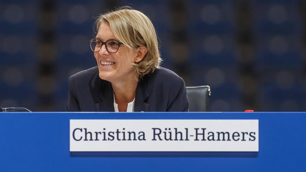 Christina Rühl-Hamers ist eine der wenigen Frauen in einer Führungsposition in der Bundesliga