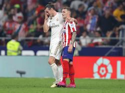 Bale y Trippier en el último derbi madrileño.