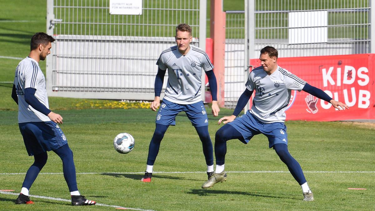 Verlässt Ron-Thorben Hoffmann (m.) den FC Bayern?