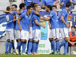 Die Spieler von Real Oviedo freuen sich über einen Treffer gegen Gijón