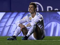 Ronaldo ríe con ironía en el Levante Real Madrid por una falta no pitada. (Foto: Getty)