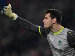 Philipp Tschauner sah bei der Niederlage gegen Wolfsburg nicht gut aus