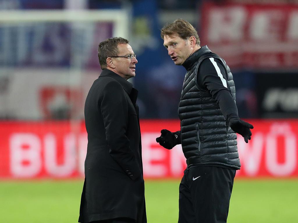 RB-Sportdirektor Ralf Rangnick (li.) hat sich zur Zukunft von Trainer Ralph Hasenhüttl geäußert