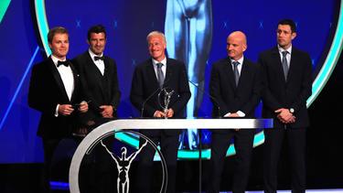 Auszeichnung: Didier Deschamps (M.) hat das beste Team