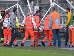 Barzagli cayó lesionado en los primeros compases del partido en Verona. (Foto: Getty)
