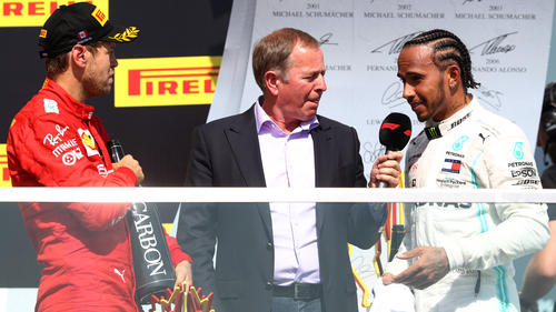Martin Brundle (Mitte) attestiert Sebastian Vettel (li.) verlorene Übersicht im Zweikampf