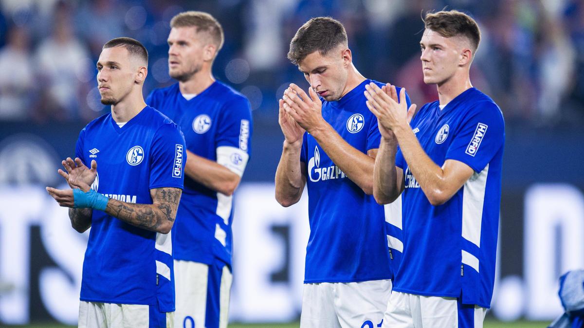 Marvin Pieringer (2.v.r.) ist beim FC Schalke 04 noch nicht recht angekommen