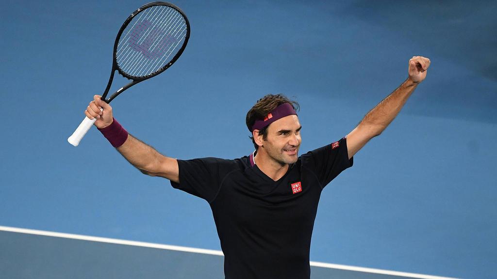 Roger Federer bejubelt seinen hart erkämpften Sieg