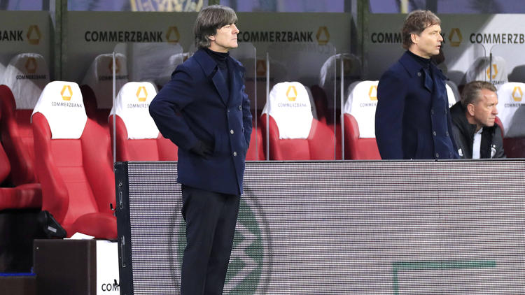 Bundestrainer Joachim Löw muss weiter um seinen Job fürchten