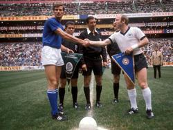 WM 70: Wimpeltausch vor dem Jahrhundertspiel