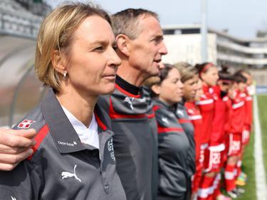 Voss-Tecklenburg (izq.) estuvo contenta con la actuación ante Japón, a pesar de la derrota. (Foto: Getty)