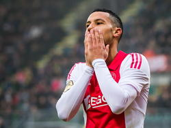 Ricardo van Rhijn lijkt te beseffen dat Ajax een winst heeft weggegeven tegen ADO Den Haag. (30-11-2014)