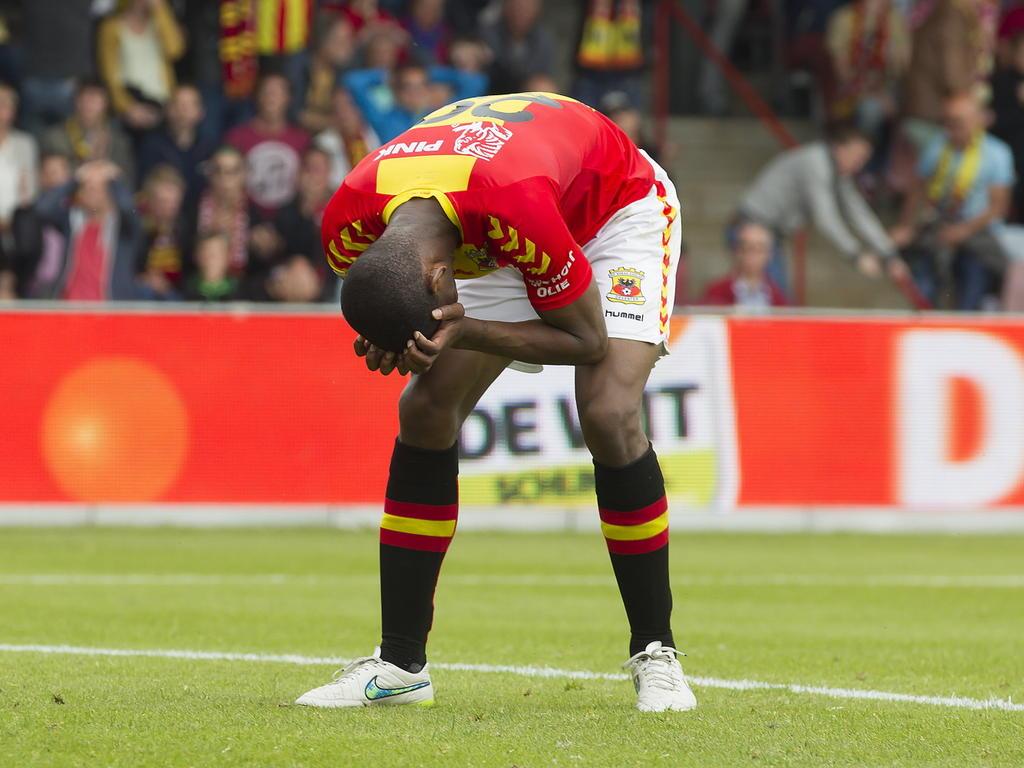 Glynor Plet baalt na het missen van een grote kans tijdens het play-offduel Go Ahead Eagles - De Graafschap. (25-05-2015)