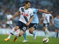 Benjamin Stambouli maneja la pelota en un amistoso Sydney-Tottenham en mayo. (Foto: Gety)