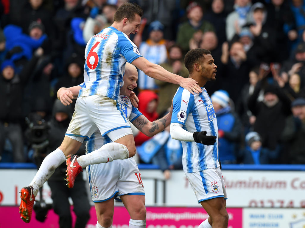 Huddersfield hat den ersten Ligasieg im Jahr 2018 eingefahren