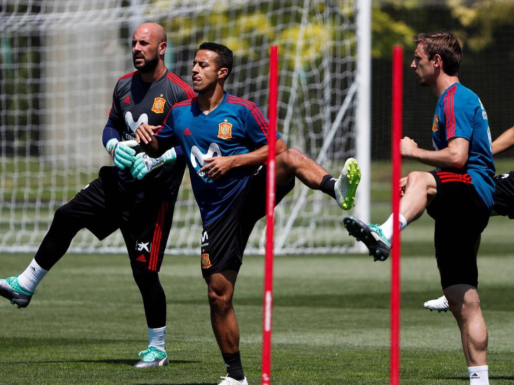 Thiago en el centro de la imagen realizando un entrenamiento. (Foto: Imago)