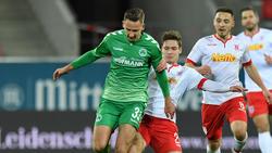 Paul Seguin (vorn) bleibt bis 2020 bei der SpVgg Greuther Fürth