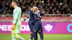 Superstar Neymar jubelt mit seinen Kollegen