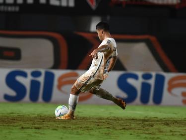 El Santos vuelve a pinchar en el camino a sus aspiraciones.