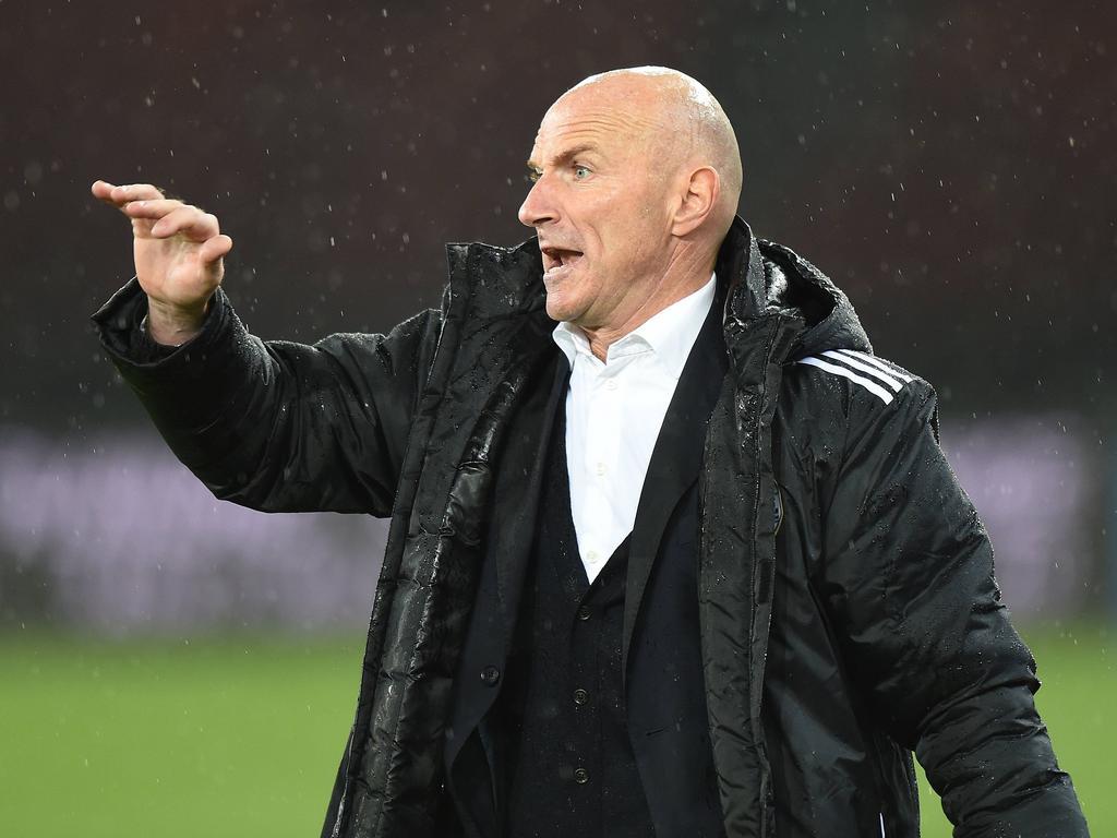 Trainer Carlos Bernegger glaubt an die Europacupchance von Luzern und lehnte ein Angebot von 1860 München ab