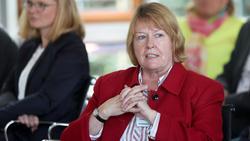 Hannelore Ratzeburg lobt die Einführung der neuen eingleisigen 2. Liga im Fruenfußball
