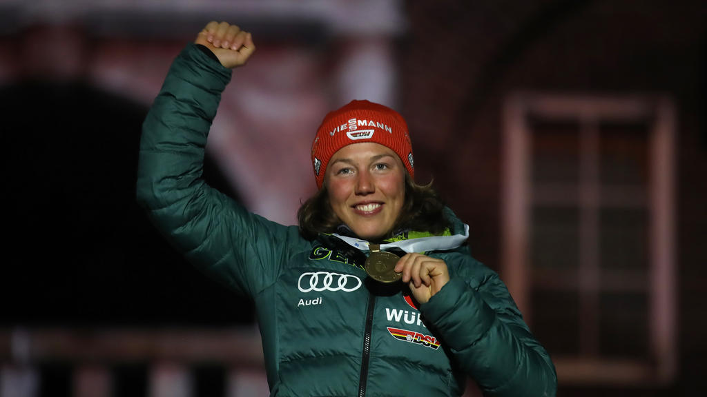 Biathlon-Olympiasiegerin Laura Dahlmeier ist als TV-Expertin beim ZDF tätig