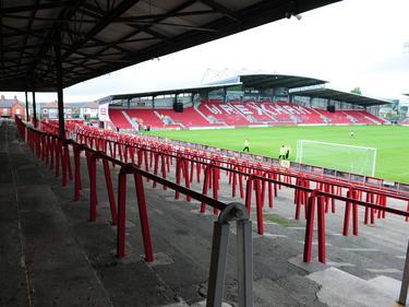 Im Fußball sind im Racecourse Ground normal über 10.000 Besucher zugelassen