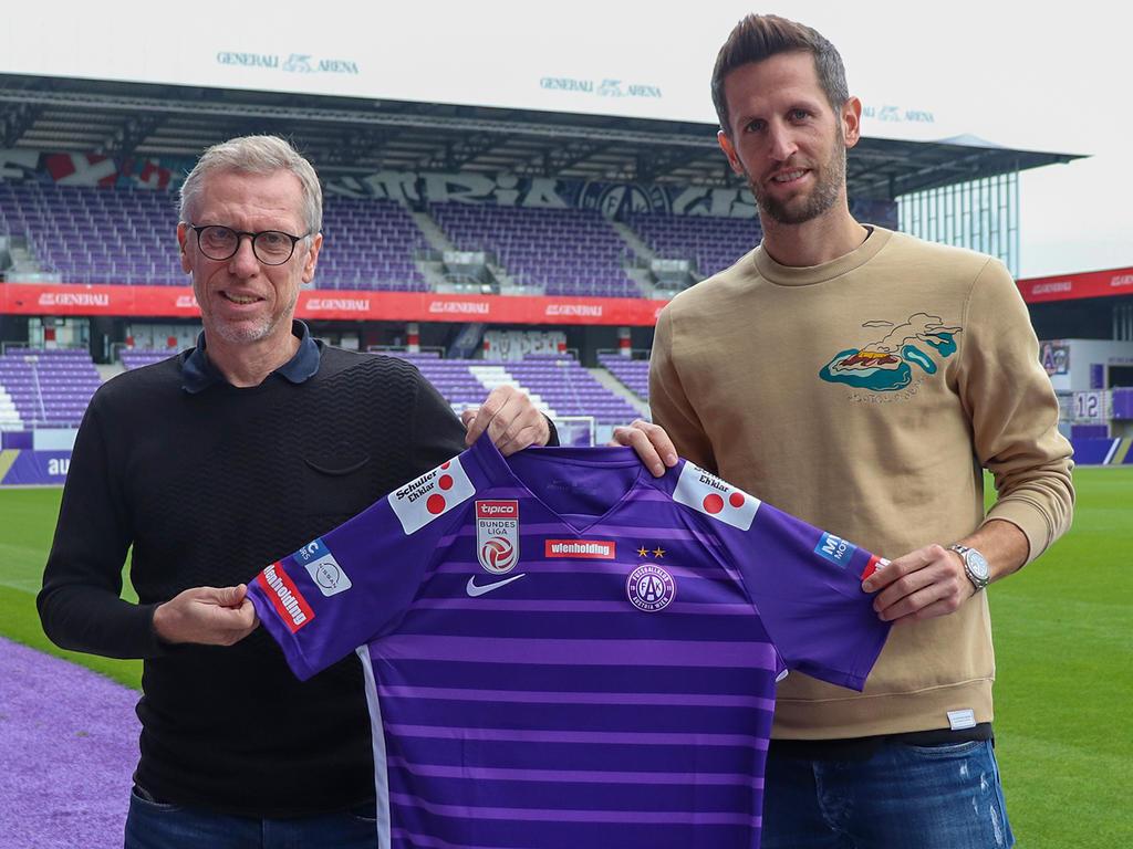 Austria-Trainer Peter Stöger (l.) mit Neuzugang Christoph Schösswendter