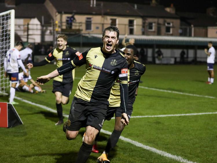 A Captain's Goal! Niall Cummins schlägt zu