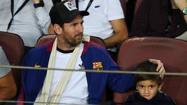 Messi junto a su hijo en el duelo de ida frente al Inter. (Foto: Getty)