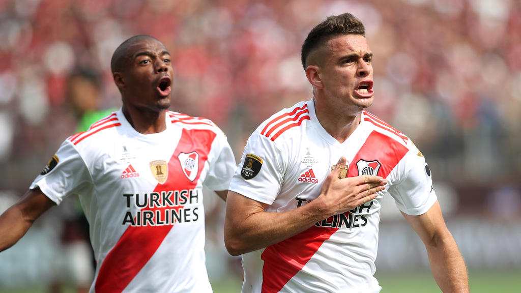Santos Borré volvió a echarse al equipo a la espalda.
