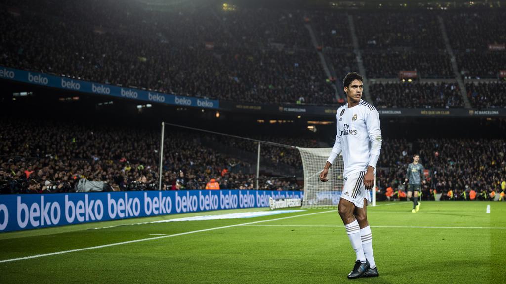 Varane vive sus últimos días como jugador madridista.