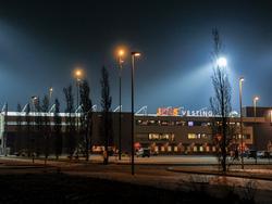 Het koude winterweer maakt het een gure aangelegenheid om de wedstrijd FC Emmen - FC Den Bosch in de JENS Vesting te bezoeken. (22-01-2016)